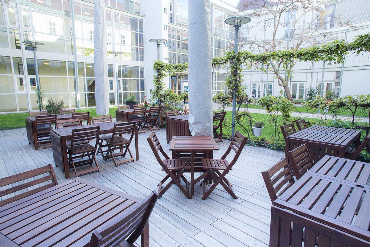 Entspannen Sie sich in unserem Gastgarten
